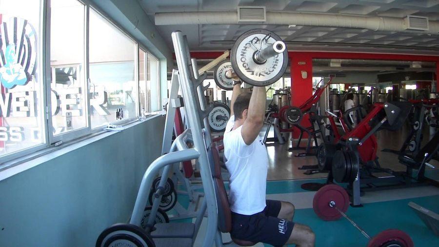 Πιέσεις ώμων μια άσκηση με ιδιαιτερότητες